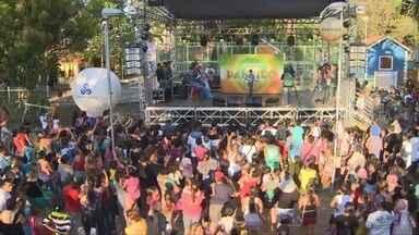 'Cantando no Paneiro Kids' reúne centenas de crianças em Manaus - Evento selecionou cinco artistas para participarem do 'Paneiro'
