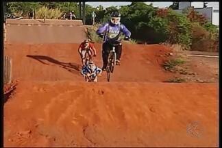 Campeonato de bicicross é disputado em Patos de Minas - Quarta etapa do Campeonato Mineiro de Bicicross será realizada na cidade, domingo, a partir das 10h. Pilotos estão na disputa pela liderança do torneio e do ranking mineiro.