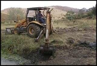 Falta de chuvas no Vale do Rio Doce obriga produtores a investirem em poços artesianos - Lista de espera é maior que o número de propriedades já atendidas.