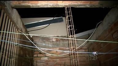 Temporal provoca estragos em Rio Verde, no sudoeste de Goiás - Ventania danificou telhas de casas e danificou a rede elétrica.