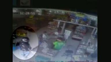 Supermercado em Franca, SP, é assaltado três vezes em dez dias - Câmeras de segurança mostram as ações dos criminosos.