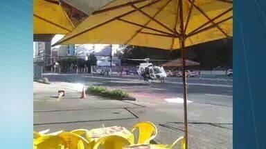 Helicóptero resgata duas vítimas na BR-101 e pousa na Reta da Penha - Quatro pessoas foram hospitalizadas após acidente em Guarapari.Criança ficou presa às ferragens de carro e levada ao Hospital Infantil.