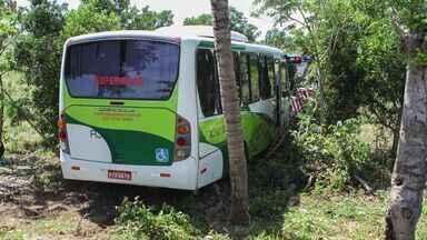 Dois jovens morrem a caminho do ES em acidente na BR 101 - Eles estavam em Campos dos Goytacazes, no Rio de Janeiro.A terceira ocupante do carro teve ferimentos leves.