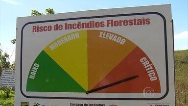 Blitz educativa orienta sobre risco de incêndio na Serra do Rola Moça - Calor que atinge a região pode facilitar a ocorrência de queimadas na vegetação.