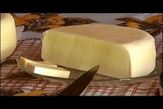 Produtor de Monte Carmelo vence concurso estadual de queijo artesanal - Queijo vencedor é feito pela família do produtor em fazenda no município. Veja como é feito o queijo.