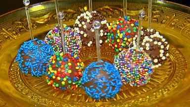Aprenda a fazer o brigadeiro 'pop cake' - Doce é boa pedida para o Dia das Crianças