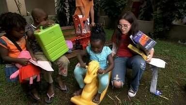 Menina de 13 anos enche caminhão de brinquedos para doar a refugiados - 'Você vê quando faz uma coisa boa pelo rosto das crianças', diz Ingrid. Ela é a representante brasileira de um projeto que roda o mundo.