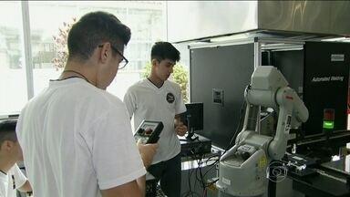 Faculdade de Tecnologia Termomecânica oferece vagas gratuitas para cursos superiores - Um robô alemão é o centro das atenções da faculdade em São Bernardo do Campo. A instituição oferece 160 vagas para os cursos de administração, engenharia de alimentos, engenharia de computação e de controle e automação.