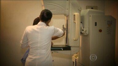 Jornal Hoje percorre o Brasil para descobrir onde faltam mamógrafos - O aparelho é fundamental para o tratamento do câncer de mama. Tem mulheres que aguardam até seis meses para conseguir fazer o exame.