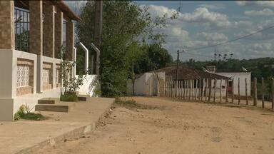 Bandidos invadem casa na zona rural de Lagoa Seca - Eles aproveitaram o momento em que um carro da família chegava e anunciaram o assalto.