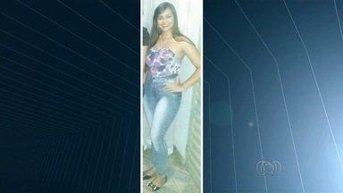 Ex-marido é suspeito de matar jovem a facadas, em Bela Vista de Goiás - Familiares afirmam que homem já tinha agredido a mulher antes por ciúmes. Segundo delegada, vítima foi atingida nas costas enquanto tentava fugir.