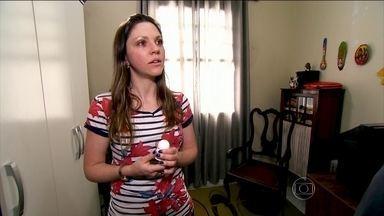 Jovem adota desodorante especial para lidar com hiperidrose - Natália evitava usar blusas regata e algumas cores de roupa para não evidenciar o suor.
