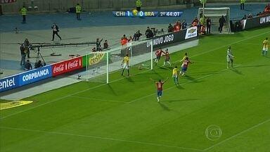 Dudu Monteiro de Paula comenta resultado de jogo da Seleção Brasileira - Amantes de futebol se reuniram em vários pontos da cidade.