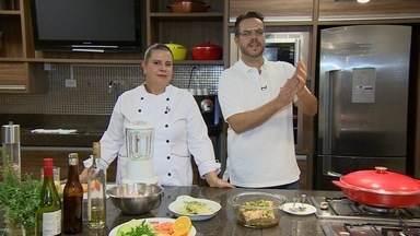Menu Comidrinks: Dicas para usar bebida como tempero - O que combina com o que? A chef Tania Costa ensina qual tipo de bebida pode temperar carne, peixe e porco e ensina faz um frango com saquê.