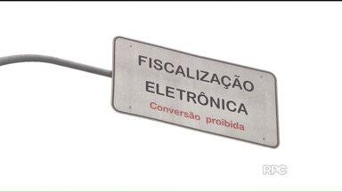 Reportagem mostra radares que mais multam motoristas em Curitiba - Veja quais são os radares que mais autuam os motoristas desatentos e o por que isso acontece.