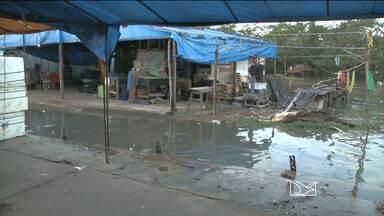 Entorno do Mercado do Peixe é inundado pela maré alta - Entorno do Mercado do Peixe é inundado pela maré alta