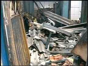 Incêndio destrói casa em Erechim, RS - A polícia civil trabalha com a hipótese de incêndio criminoso.