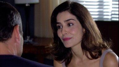 Yvone se recusa a contar para Raul como foi seu falso velório - O empresário fica curioso para saber como foi a reação de sua família
