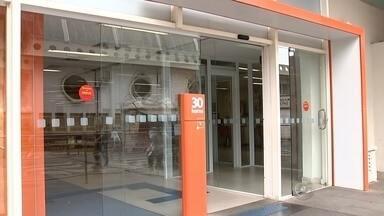 Bancários anunciam fim da greve em cidades do noroeste paulista - Durante assembleia realizada nesta segunda-feira, os bancários decidiram encerrar a greve em todas as cidades da região noroeste do estado de São Paulo. Segundo o sindicato da categoria, os funcionários aceitaram a proposta de 10% de reajuste para voltarem ao trabalho.