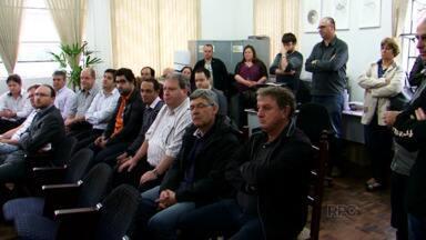 Termina a greve dos bancos em União da Vitória - Em Guarapuava, os bancários continuam reunidos em assembléia.