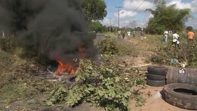 Manifestantes fazem protestos contra rodovias baianas - Os movimentos foram registrados em Amélia Rodrigues, perto de Salvador, e perto do município de Formosa do Rio Preto, no oeste do estado.