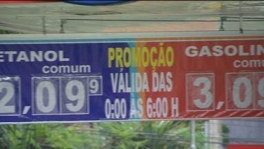 Procon multa postos de combustíveis de São Paulo por enganar o consumidor - Donos anunciam promoção que só vale durante a madrugada, mas pouca gente percebe o detalhe no aviso com letras pequenas.