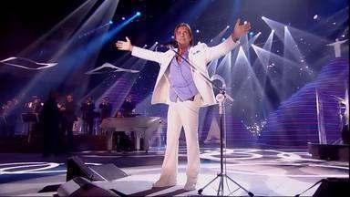 Roberto Carlos Reflexões - O Rei homenageia o Rio de Janeiro e a mistura de ritmos. O palco traz pontos icônicos como Cristo Redentor, Pão de Açúcar e os Arcos da Lapa.