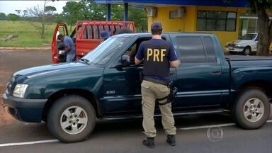 Relatório parcial já tem 827 acidentes em rodovias federais no feriadão - Ao todo, 467 pessoas ficaram feridas e 61 morreram desde sexta-feira (30). Polícia Rodoviária Federal aplicou 23,5 mil testes com etilômetro.