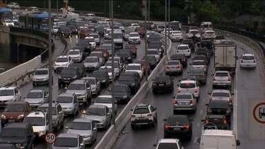 Rodízio de carros em São Paulo completa 18 anos de atividade - Frota, que era de 4,7 milhões de veículos, quase dobrou nesses anos.