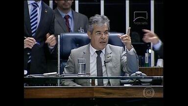 Senado aprova projeto que regulamenta direito de resposta na mídia - O Senado aprovou um projeto que regulamenta o direito de resposta em revistas, jornais, rádios, TV e na internet. O projeto agora segue para a sanção da presidente Dilma Rousseff.