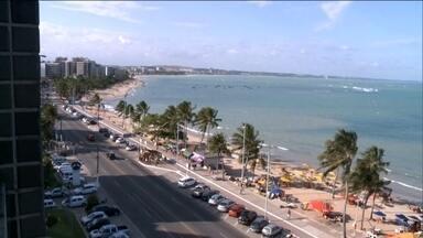 Nordeste comemora alta no setor de turismo com o dólar alto - Por causa do elevado preço da moeda americana, muitas pessoas desistiram de viajar para o exterior e estão preferindo aproveitar as belíssimas praias do Nordeste brasileiro.