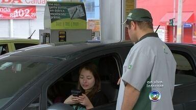 Faça os cálculos e veja se é melhor abastecer com álcool ou gasolina - O preço da gasolina está a cada dia mais pesado para o bolso do consumidor. Entre outubro e novembro o combustivel já sofreu vários reajustes.