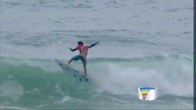 Estrelas do surfe avançam no QS de Maresias - Destaque para a bateria entre Samuel Pupo e Gabriel Medina.