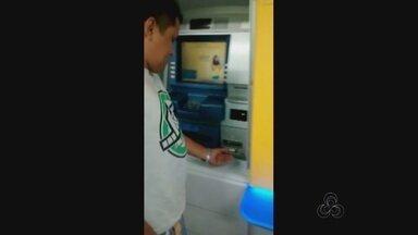Homens são presos suspeitos de tentar fraudar caixa eletrônico, no AM - Dupla tentava instalar chupa-cabra em agência bancária de Manaus.Caso ocorreu na Autaz Mirim, bairro São José, Zona Leste da cidade.