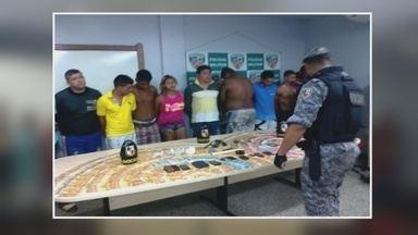 12 suspeitos de integrar quadrilha de tráfico de drogas são presos em Manaus - Com eles foram encontrados celulares revólveres e mais de 22 mil reais.
