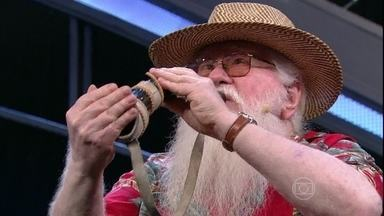 Hermeto Pascoal fecha programa tocando instrumentos inusitados - Instrumentista toca clássicos da música brasileira