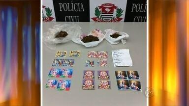 Dupla é presa com micropontos de LSD e maconha em Bauru - Duas pessoas foram presas em flagrante com R$ 14 mil em drogas sintéticas nesta quinta-feira (5) à tarde em Bauru (SP).