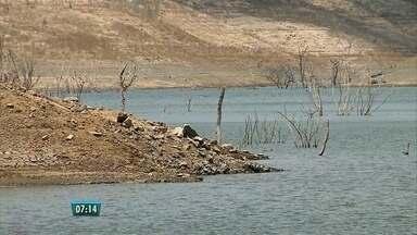 Compesa começa a usar volume morto da barragem de Jucazinho - Presidente da Compesa comenta crise no abastecimento de água.