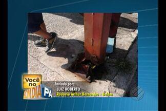 Passageiro denuncia péssimas condições de parada de ônibus na rodovia Arthur Bernardes - Estrutura está precária e representa perigo.