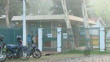 Trio invade empresa de móveis e rende quatro funcionários durante roubo em Araras - Ação ocorreu durante a madrugada (6) na rodovia SP-191. Um dos suspeitos estava armado e rendeu três funcionários que estavam trabalhando e um vigia.