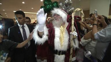 Brilho e magia do Natal tomam conta de mais um shopping center da capital baiana - Chegada do Papai Noel atraiu crianças e adultos para o shopping Barra.