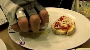 Quem nunca viveu um acidente com o prato quase pronto na cozinha? - Ana Maria relembra desespero dos participantes