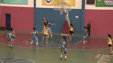 Competição de basquete feminino é realizada em Maceió - Jogos aconteceram no pavilhão em Jaraguá. O coordenador da competição fala sobre o assunto.