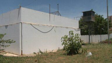 Mais de 30 presos fogem do Complexo Policial de Barreiras - A fuga aconteceu no fim de semana. A cadeia está superlotada.