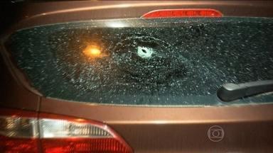Mulher morre de bala perdida na frente da família no Rio de Janeiro - Helena Yonara tinha 33 anos e voltava do supermercado dentro do carro quando levou um tiro na cabeça.