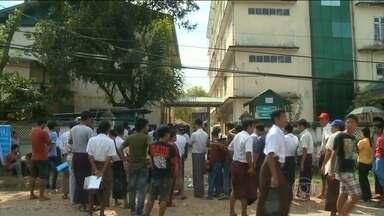 Mianmar espera resultado das primeiras eleições livres em 25 anos - Oitenta por cento dos eleitores foram às urnas. O partido da oposição acredita na vitória, com ampla margem de vantagem.