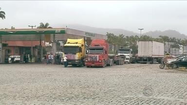 No segundo dia de greve, caminhoneiros bloqueiam quatro pontos em SC - No segundo dia de greve, caminhoneiros bloqueiam quatro pontos em SC