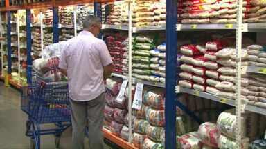 Atacadões têm feito sucesso em Cascavel - Muita gente tem comprado em maior quantidade para economizar