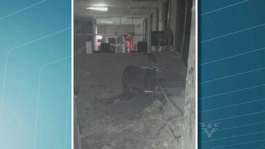 Homens armados explodem caixa eletrônico em MIracatu - Segundo informações da polícia militar, houve troca de tiros. Até o momento, ninguém foi preso.