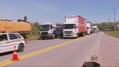 Caminhoneiros voltam a protestar nas rodovias do Sul de Minas - Caminhoneiros voltam a protestar nas rodovias do Sul de Minas